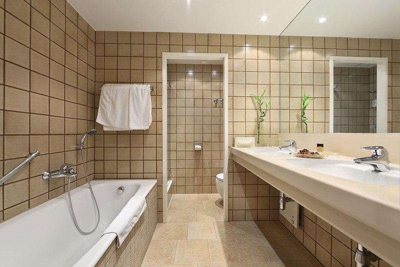 Hotel Burgenland szép fürdőszoba - Szállás és látnivaló, nyaralás és utazás: Ezüstszamár ajánlja
