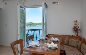 Apartments Tiho & Jelena étkező kilátással
